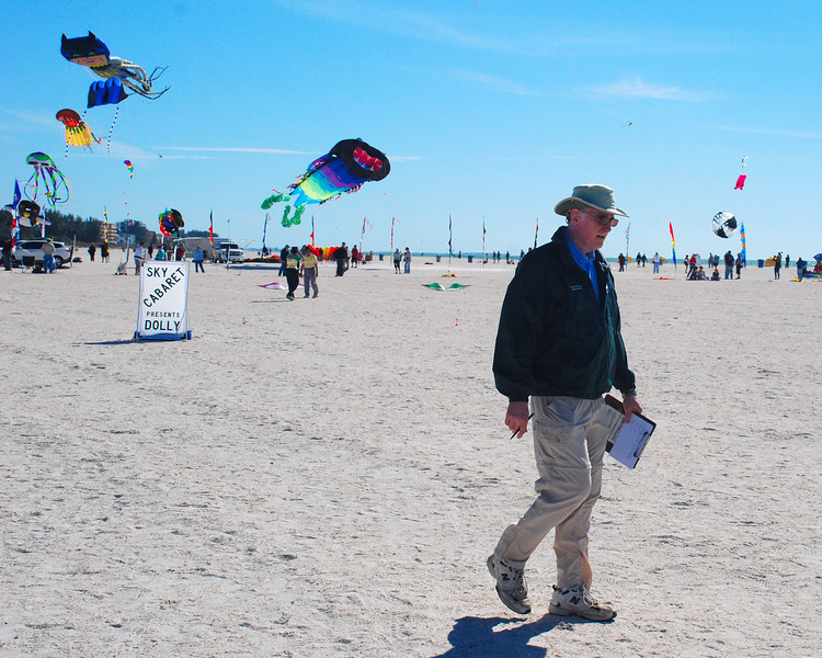 Richard Mervine, professional competition flyer and event coordinator keeps track of the event. He is also a member of the Eastern Legion Sportkite Association.