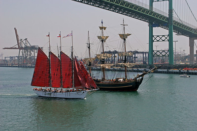 "The ""American Pride"" (red sails) with the Bounty."