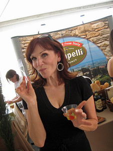 Marilu Henner LOVES our Panzanella (Tuscan Bread Salad) with Carapelli Organic Olive Oil.  As a vegan, it was one of the only items she was able to enjoy at the Tampa Bay Wine and Food Festival.