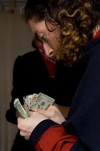 Mercutio counting the pizza money.