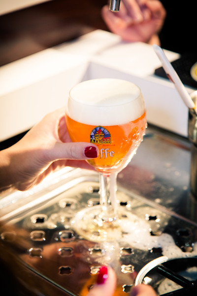 One last scrape and a quick dip in the rinse and our Leffe glass is ready to go.