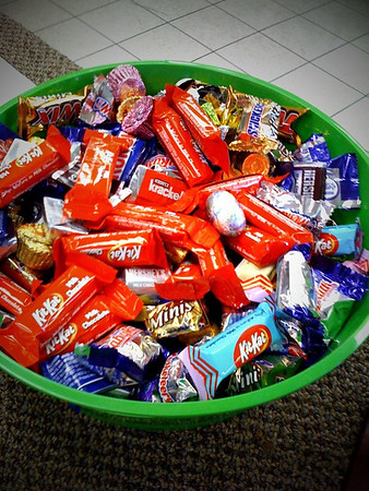 Day 18. Frame shop. Now why is it necessary to have a big bowl of candy at a frame shop?