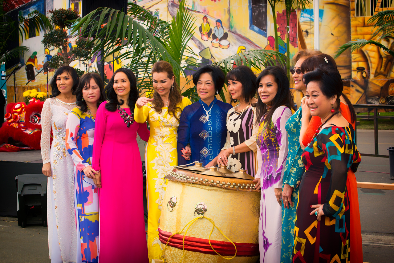 Elegant Ao Dai Ladies2