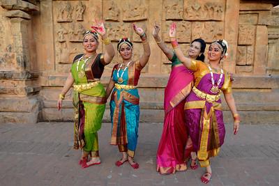 Kalanjali, Chennai. Guru Smt Maya Shyam Sunder. Brahan Natyanjali 2015, Big Temple, Thanjavur, Tamil Nadu, 19th February, 2015. http://brahannatyanjali.in/