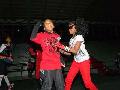 Jabias and Lil Jazzy performing.
