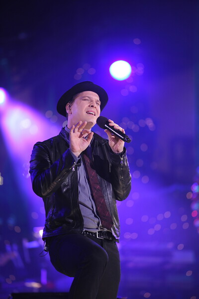Gavin DeGraw  performs at The Grove's 2011 Christmas Tree Lighting Ceremony