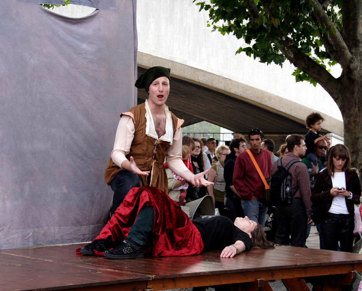 Street Theatre at The Mayor's Thames Festival 2008