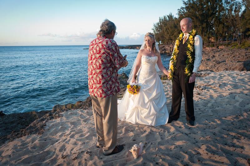 James and Erica Hawaiian Wedding (138 of 173).jpg
