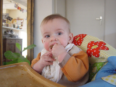 I just love eating bread, mom...!