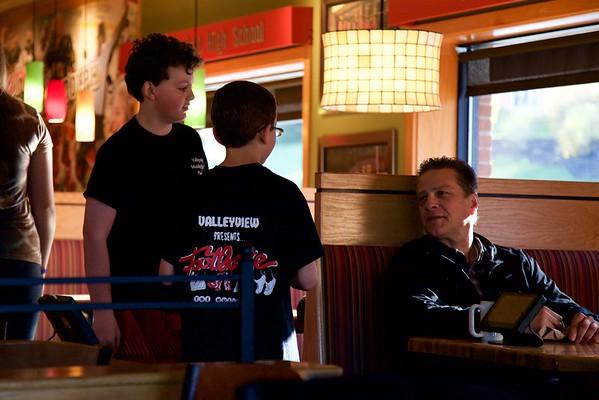 "Valleyview Middle School's ""Footloose"" cast serves up breakfast at Applebee's. April 16, 2016.  © 2016 Joanne Milne Sosangelis. All rights reserved."