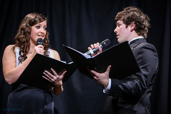 Ali  and Lara sing 'The Prayer'