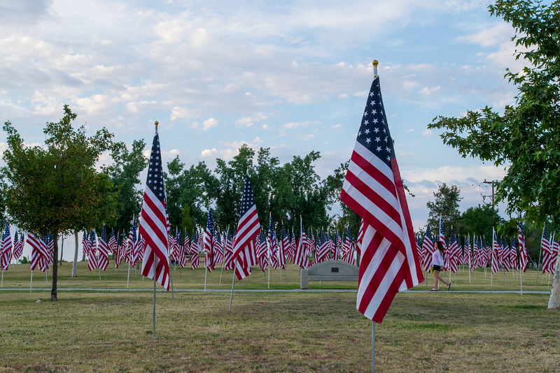 16 05-28 Riverwalk flags 0044