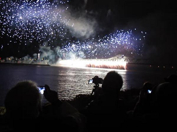 Thunder Over Louisville 2011 - fireworks - bridge of fire