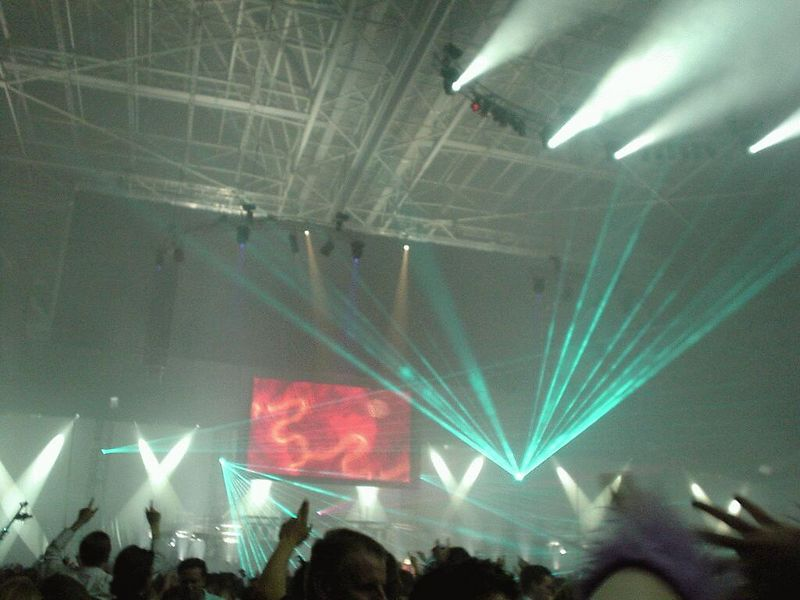 Lights go brigther, people totally freak out, the DJ just keeeeps going and so do we!!!