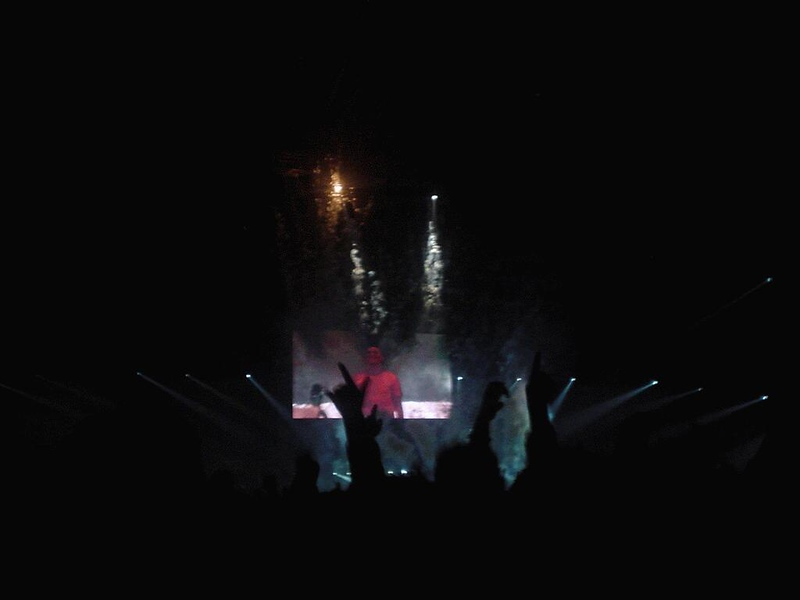 Concert started at 10pm but there was only some chill music, then at 11pm better was played and shortly after midnight, Tiësto appeared the opening act was given