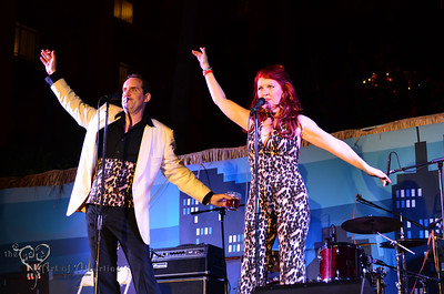 The very funny Scot Robinson (Anchorman) and the hilarious Kate Flannery (aka Meredith from NBC's THE OFFICE) of The Lampshades performing on the main stage at Tiki Oasis on Saturday night.