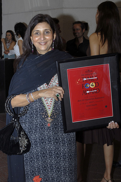 Asha with her award