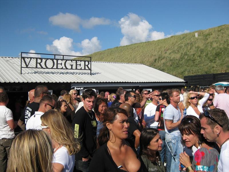 "<a href=""http://www.beachclubvroeger.nl/"">Beachclub Vroeger</a>"