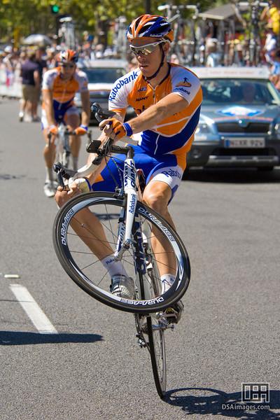 Mathew Hayman (AUS), of Team Rabobank, showing off