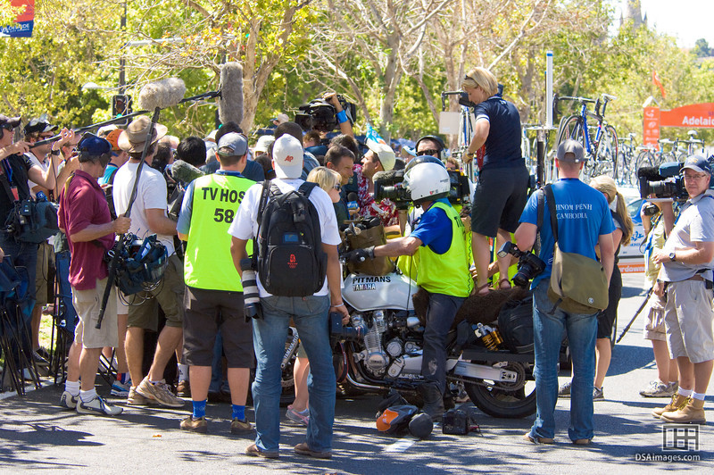 Media scrum around Lance Armstrong at the Tour Down Under 2009