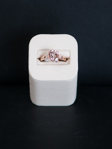 Item 6: Ladies, oval, Morganite ring in 14krg.