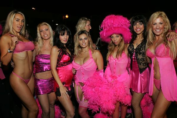 <h3><font color=magenta>Trashy Girls out on the town