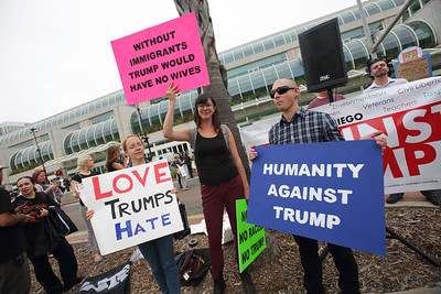 Trump2016SanDiegoPD0018
