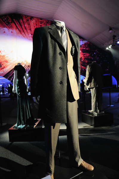 Commissioner Gordon (Gary Oldman) outfit