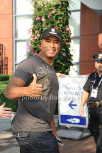 Bernie Williams photo by Rob Rich/SocietyAllure.com © 2011 robwayne1@aol.com 516-676-3939
