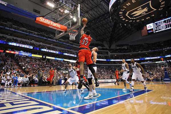 Dec 28, 2010; Dallas, TX, USA; Toronto Raptors forward Ed Davis (32) shoots the ball against the Dallas Mavericks during the second half at the American Airlines Center.  The Raptors defeated the Mavericks 84-76.  Mandatory Credit: Brian Utesch-US PRESSWIRE