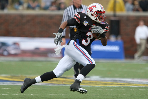 Dec 30, 2010; Dallas, TX, USA; SMU Mustangs wide receiver Darius Johnson (3) runs after a catch against the Army Black Knights during the second half of the 2010 Armed Forces Bowl at Gerald J. Ford Stadium.  The Black Knights defeated the Mustangs 16-14.  Mandatory Credit: Brian Utesch-US PRESSWIRE