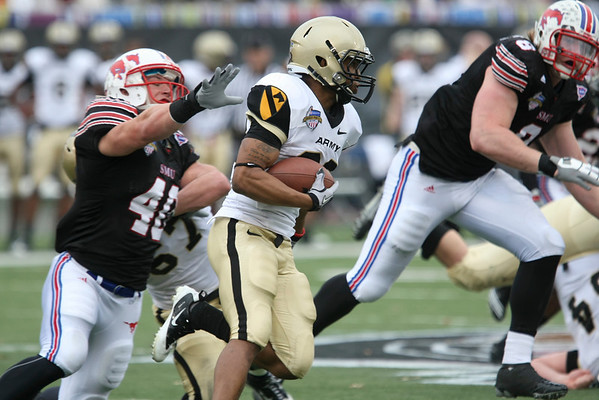 Dec 30, 2010; Dallas, TX, USA; Army Black Knights split back Malcolm Brown (23) runs the ball while pursued by SMU Mustangs linebacker Justin Smart (40) during the second half of the 2010 Armed Forces Bowl at Gerald J. Ford Stadium.  The Black Knights defeated the Mustangs 16-14.  Mandatory Credit: Brian Utesch-US PRESSWIRE