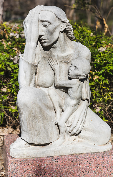 War Mother 1939, cast stone