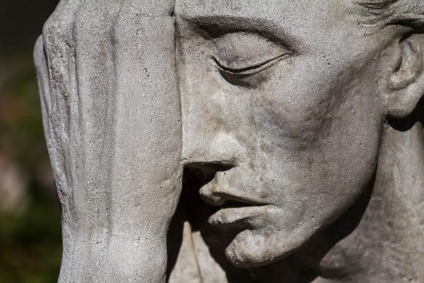 War Mother 1939, cast stone