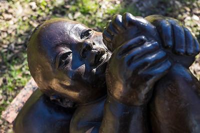 Bambino su Cuscino 1976, bronze