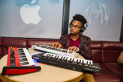 2017_10_05, Apple, Audio-Technica, Bus, Interior, New York, NY, Urban Assembly, Yamaha