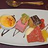 "Zoet Dessertenbordje ""Duizend en 1 nacht""<br /> met bavarois, javanais ijsroomparfait <br /> en crème brûlée onder suikerspin..."