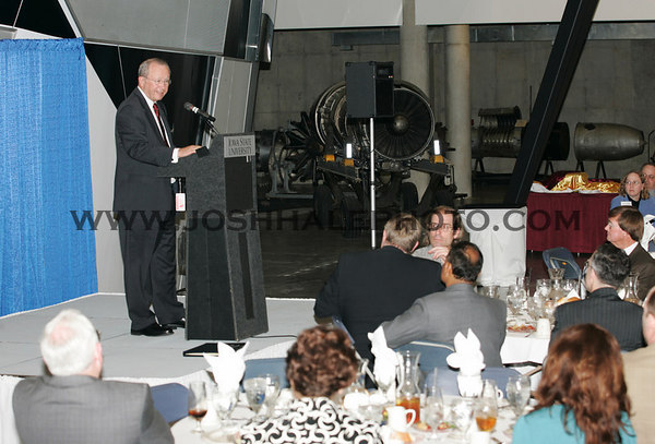 Dr. Vance Coffman speaks to guests at a dinner in his honor held on Wednesday March 29, 2006 in the Howe Hall Atrium.