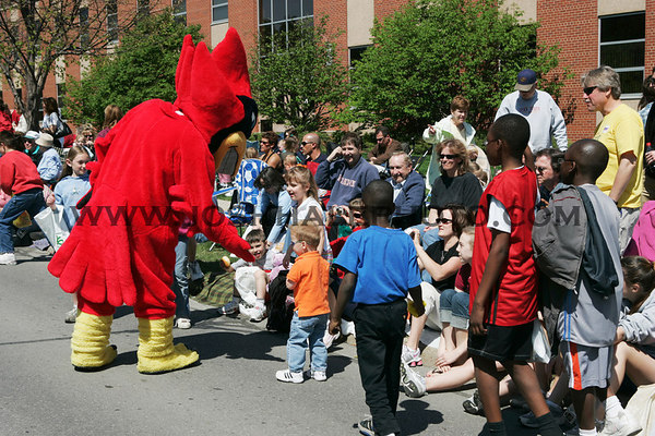 Cy greets kids during the 2006 Veishea Parade on Saturday, April 22, 2006.