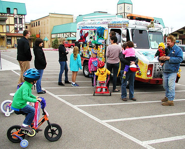 Debbie Blank | The Herald-Tribune After the group photo was a good time to buy treats from the Biker Dude Ice Cream truck.