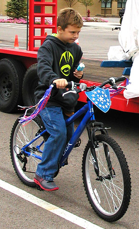 Debbie Blank | The Herald-Tribune<br /> Carter Bohman, 9, Batesville, can bike and lick a popsicle at the same time.