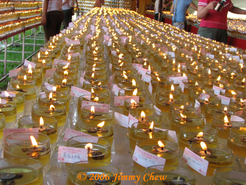 Lined-up oil lamps