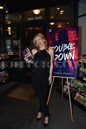 Victoria Pratt Book Signing