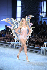 Erin Heatherton     photo by Rob Rich/SocietyAllure.com © 2011 robwayne1@aol.com 516-676-3939