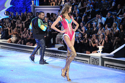 Kanye West and Karlie Kloss     photo by Rob Rich/SocietyAllure.com © 2011 robwayne1@aol.com 516-676-3939