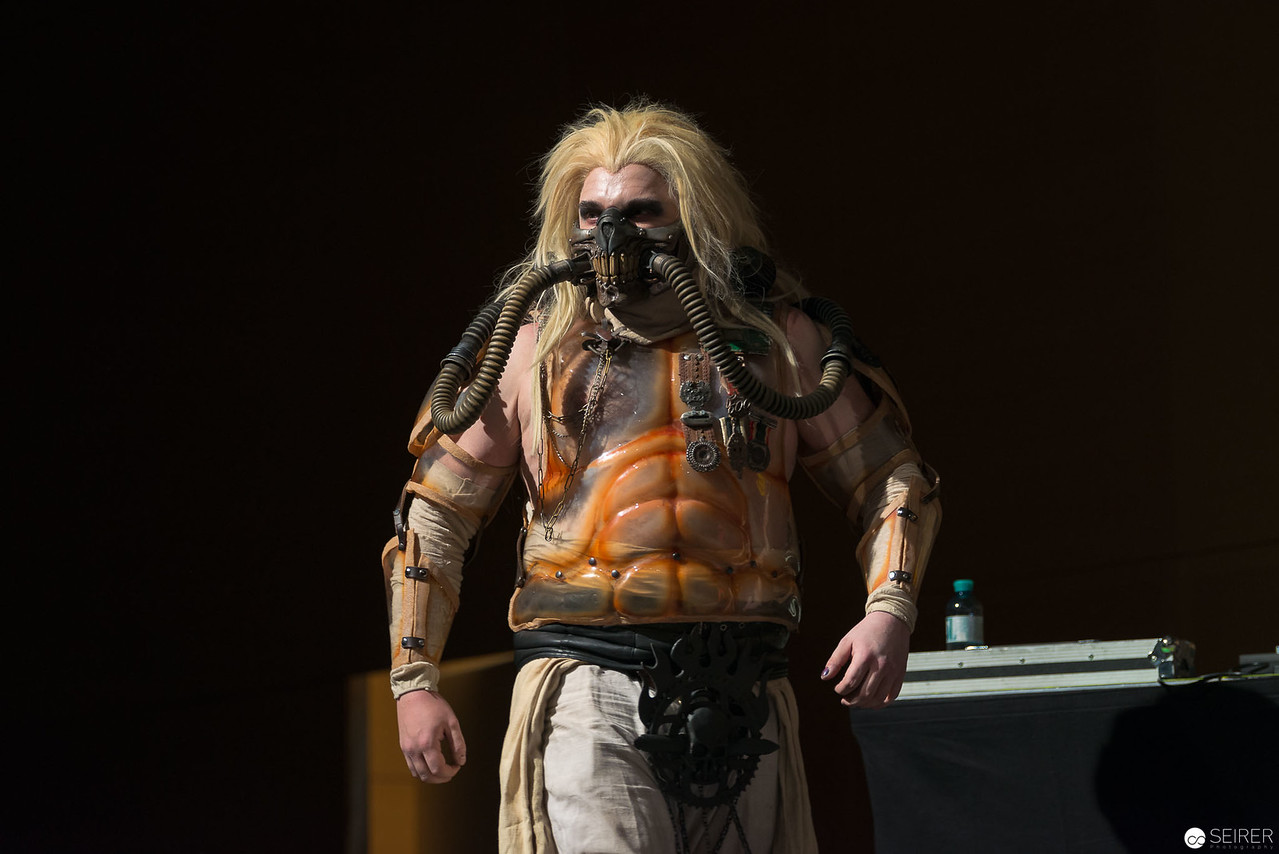 Vienna ComicCon Cosplay Contest 2016 - Immortan Joe from Mad Max: Fury Road / Armor, Cosplay: Brazen & Bold Productions