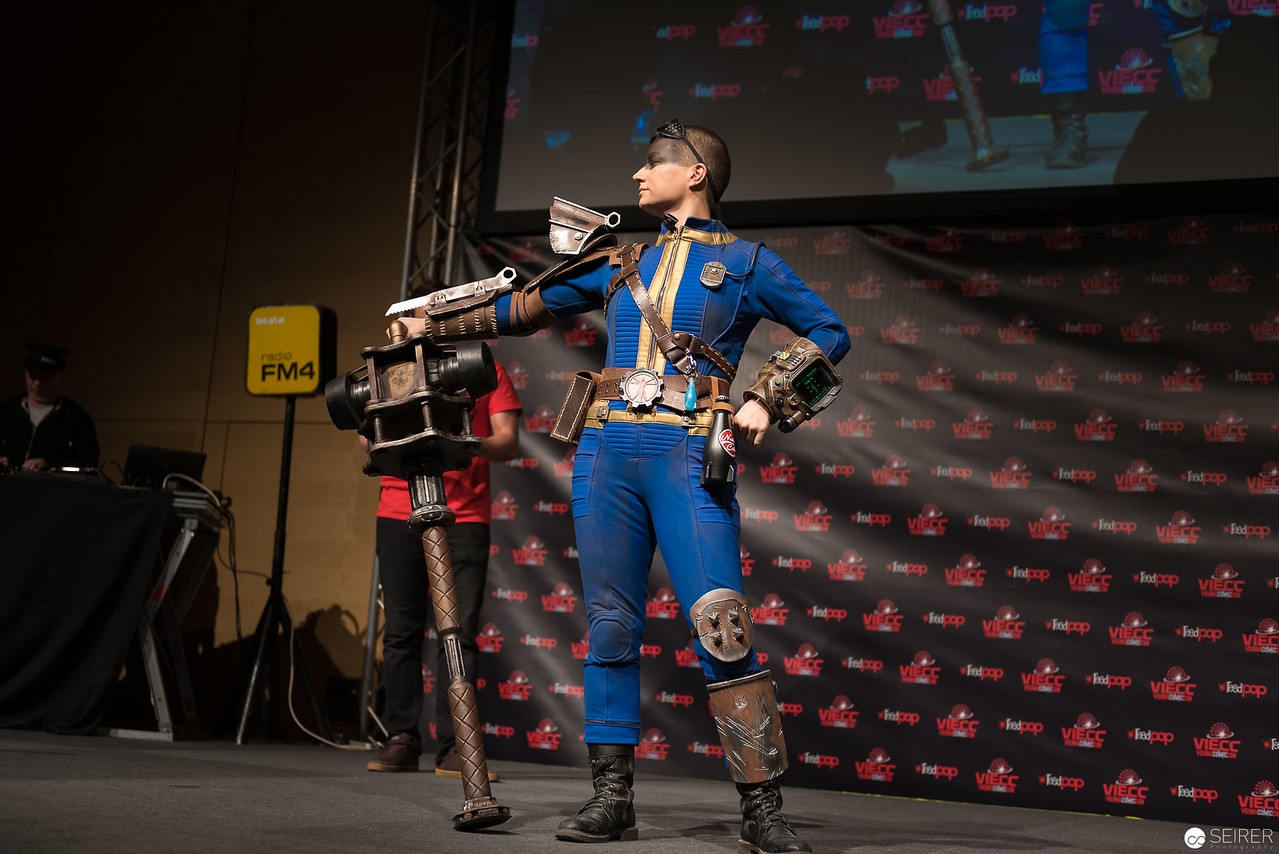 Vienna ComicCon Cosplay Contest 2016 - Sole Survivor from Fallout 4 / Needlework, Cosplay: Brazen & Bold Productions