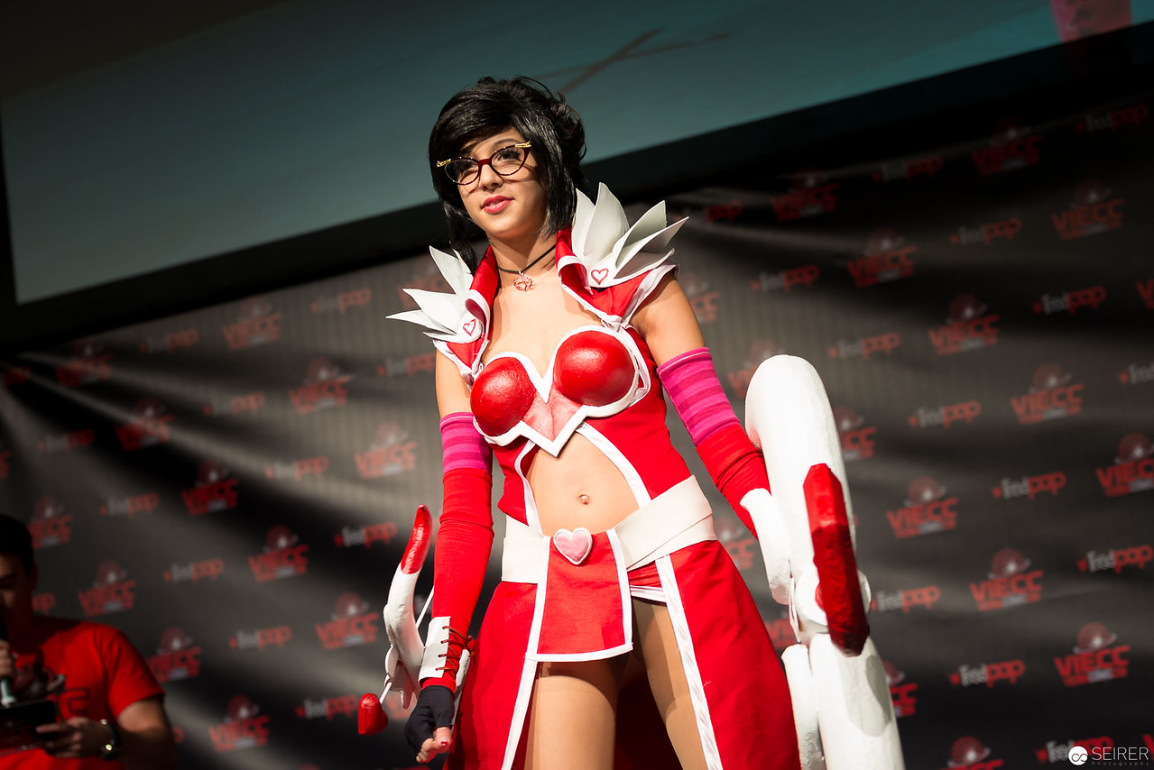 Vienna ComicCon Cosplay Contest 2016 - Heartseeker Wayne from League of Legends/ Needlework, Cosplay: Lucia Saphira