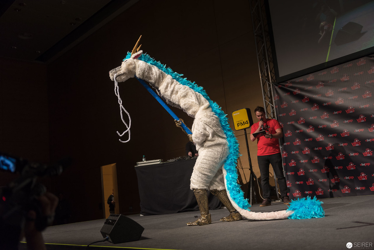 Vienna ComicCon Cosplay Contest 2016 - Haku from Chihiros Reise ins Zauberland / Larger Than Life, Cosplay: Kreativ Godzilla