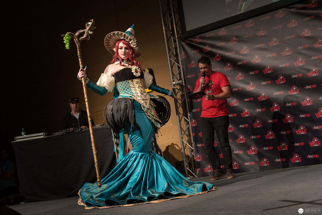 Vienna ComicCon Cosplay Contest 2016 - Witch of West from Sakizo Artbooks: The Fantasy of the dream / Needlework, Cosplay: Kana / Kanyan cosplay